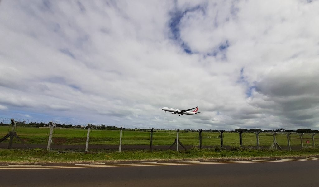 airport, plaisance, plane landing, mauritius, connected