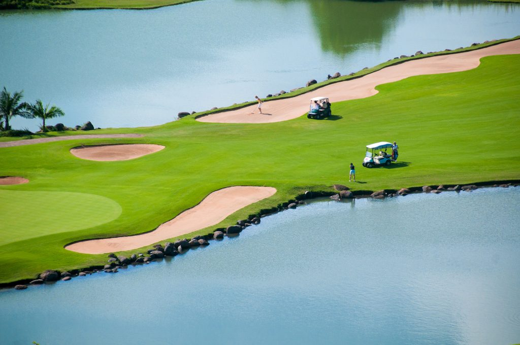 heritage golf club, play golf in mauritius, heritage villas valriche, golf estate, golf course, golf cart in mauritius